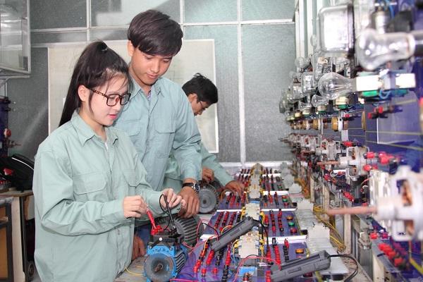 Top 3 Trường Đào Tạo Ngành Kỹ Thuật Điện Tử Truyền Thông Hot Nhất Hiện Nay