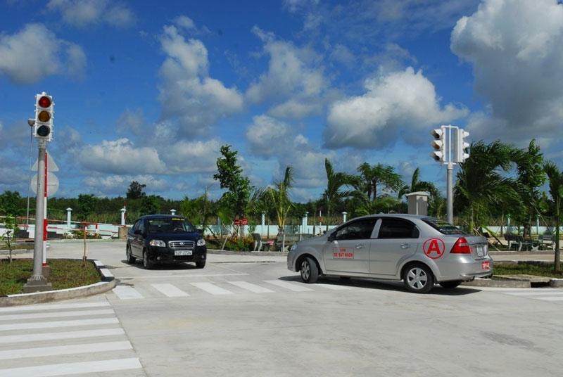 Trung tâm dạy lái xe ô tô - Trung tâm Hoàng Gia