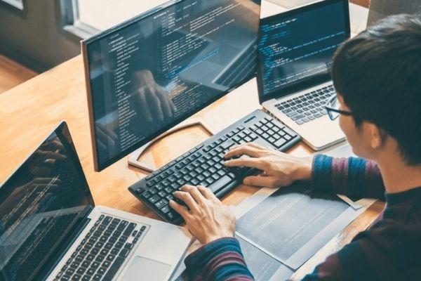 Học ngành kỹ thuật phần mềm ra trường làm gì